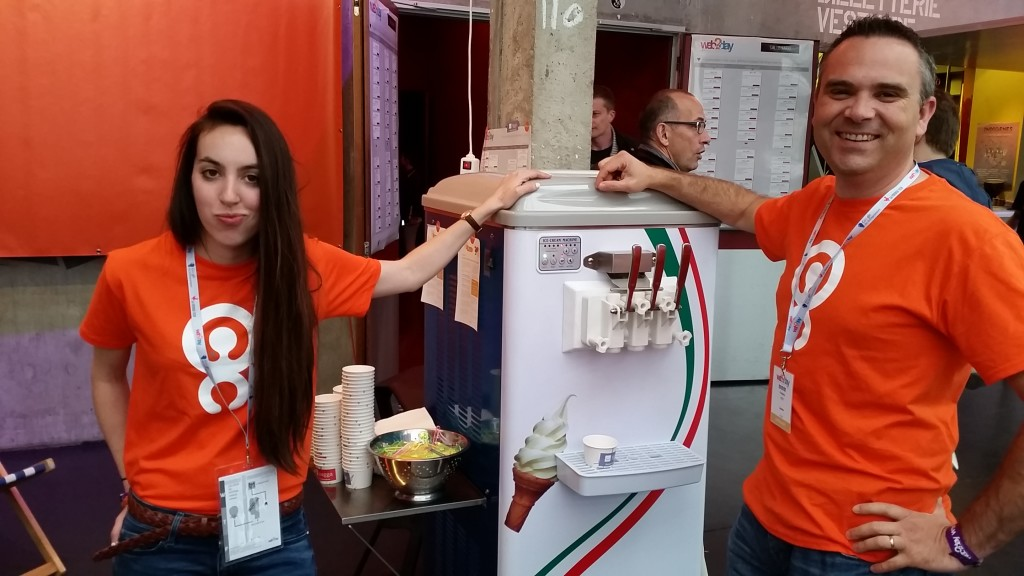 Une machine à crème glacée à l'entrée des salles = excellent lorsqu'il fait 30 degrés