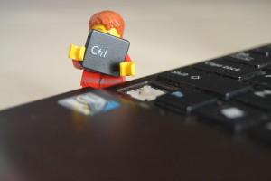 Minifigure LEGO avec touche de clavier CTRL